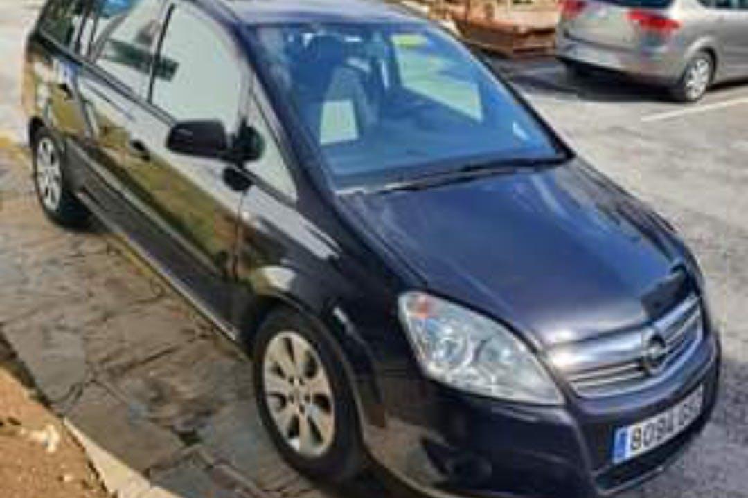 Alquiler barato de Opel Zafira cerca de 29640 Fuengirola.