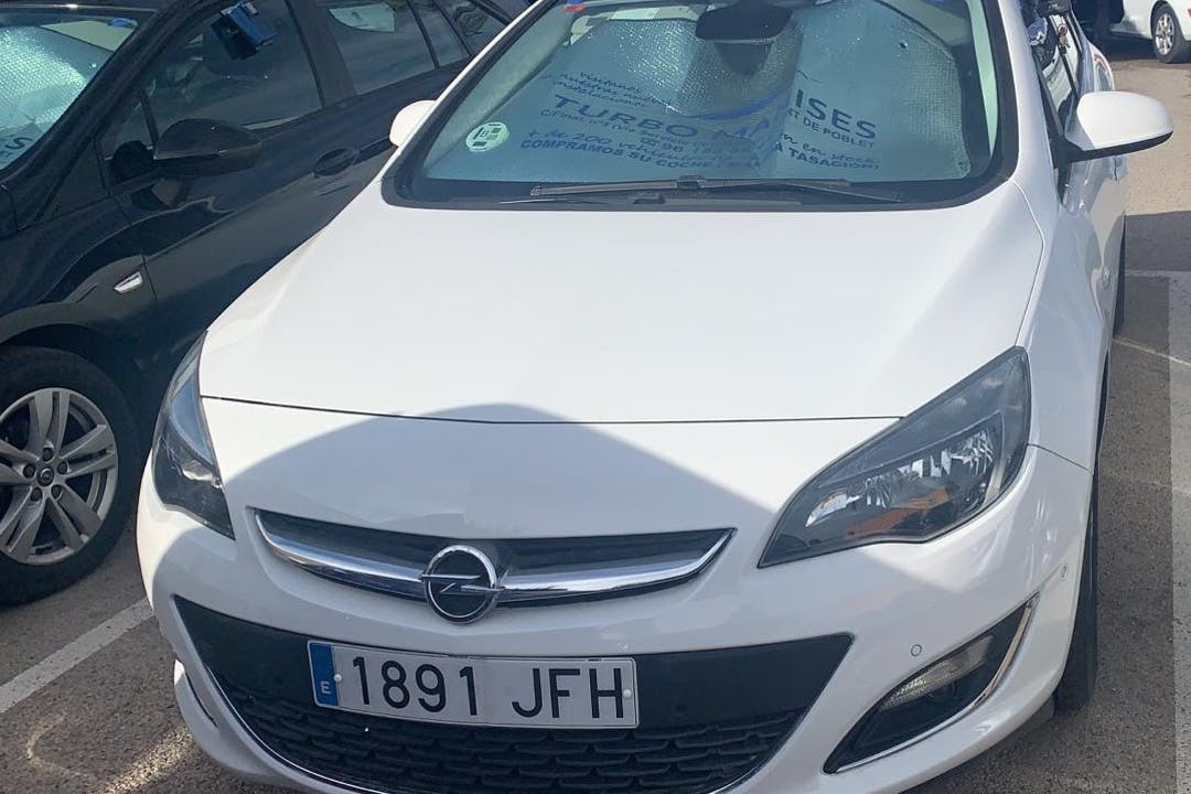Alquiler barato de Opel Astra con equipamiento GPS cerca de 46014 València.