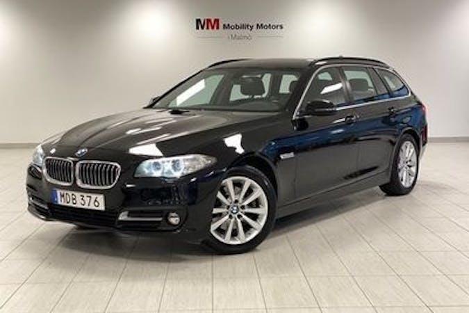 Billig biluthyrning av BMW 5 Series med GPS i närheten av 137 38 Västerhaninge.