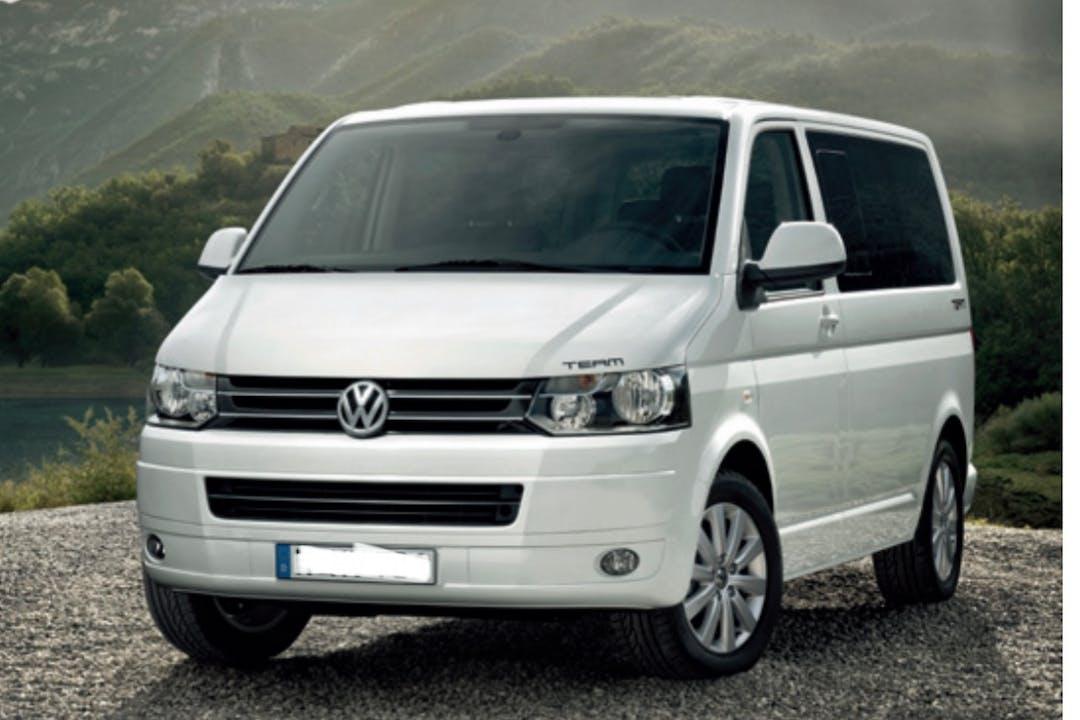 Billig biluthyrning av Volkswagen Multivan med GPS i närheten av  Haga.