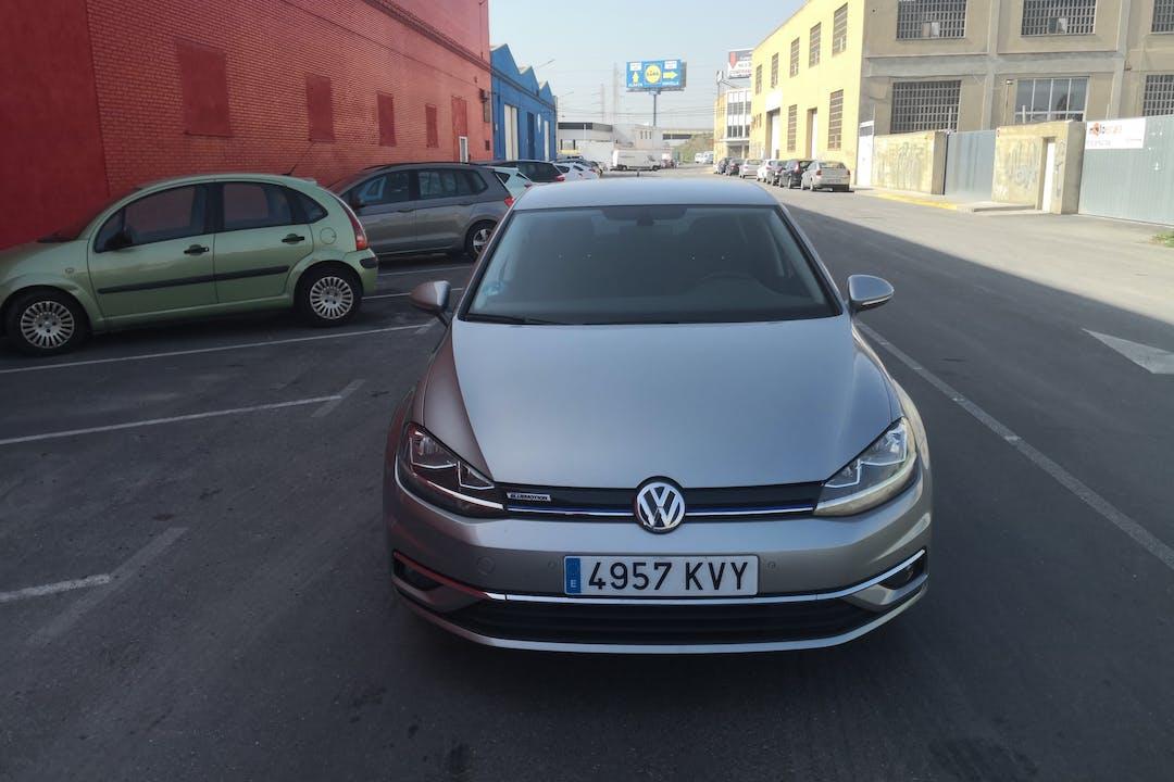 Alquiler barato de Volkswagen Golf cerca de 46960 Aldaia.