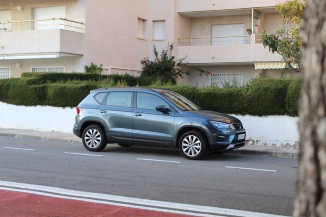 Alquiler barato de Seat Ateca con equipamiento GPS cerca de 08740 Sant Andreu de la Barca.