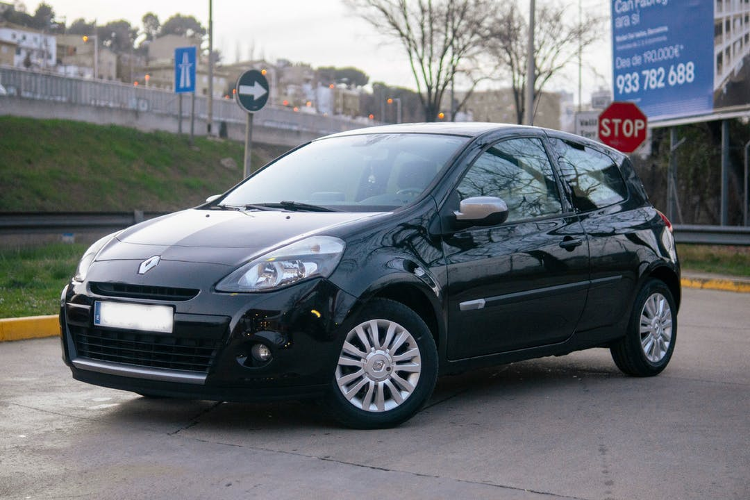 Alquiler barato de Renault Clio cerca de 08014 Barcelona.
