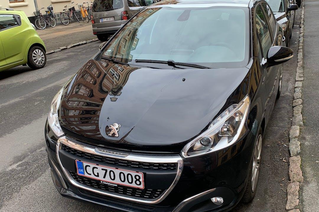 Billig billeje af Peugeot 208 med Bluetooth nær 2300 København.