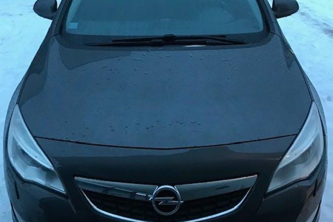 Opel Astran halpa vuokraus Isofix-kiinnikkeetn kanssa lähellä 21280 Turku.