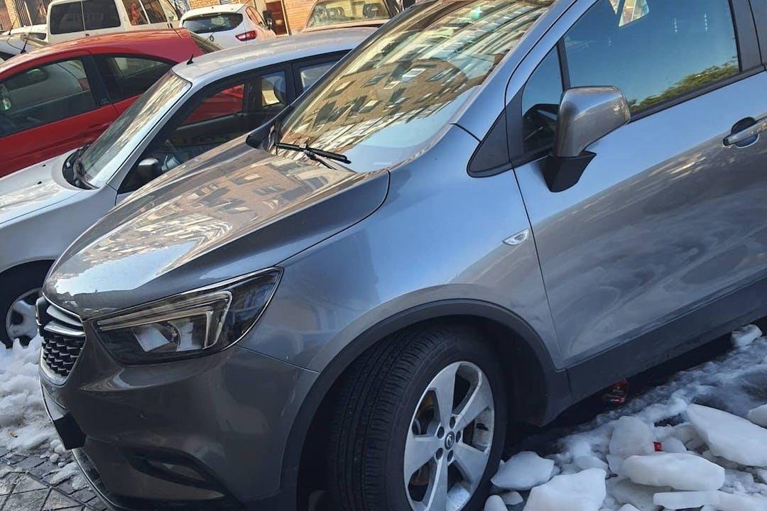 Alquiler barato de Opel Mokka X con equipamiento GPS cerca de  Madrid.
