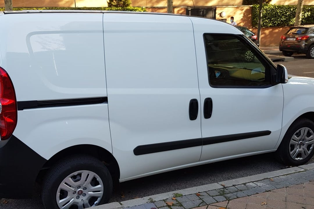 Alquiler barato de Fiat Doblo cerca de  Madrid.
