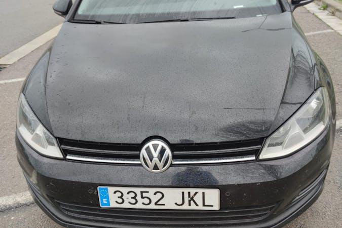 Alquiler barato de Volkswagen Golf con equipamiento Bluetooth cerca de 08840 Viladecans.