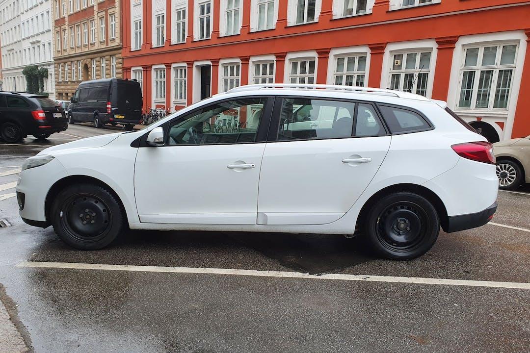 Billig billeje af Renault Megane med GPS nær 2100 København.