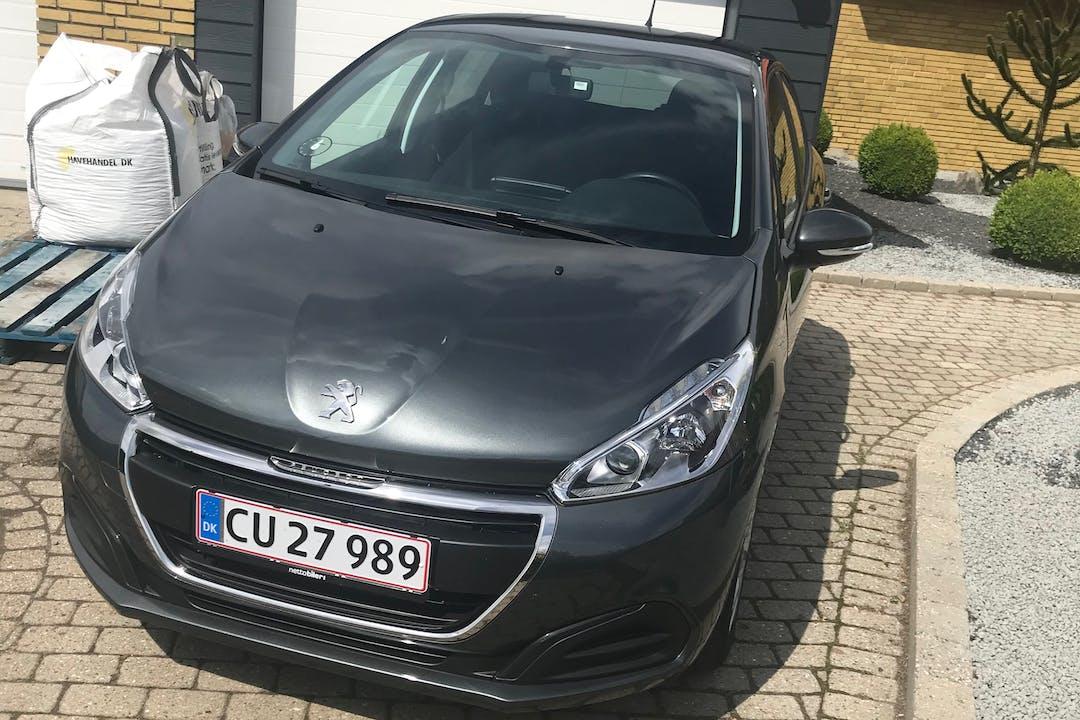 Billig billeje af Peugeot 208 med GPS nær 7430 Ikast.