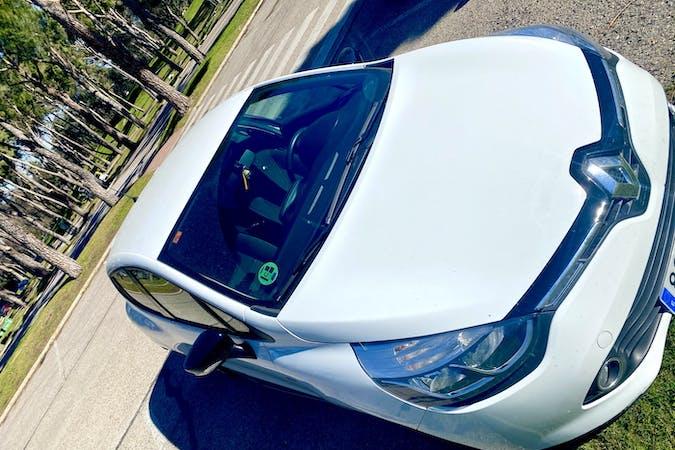 Alquiler barato de Renault Clio HB con equipamiento GPS cerca de 28005 Madrid.