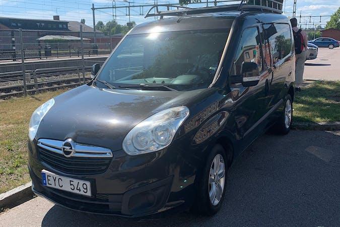 Billig biluthyrning av Opel Combo med Dragkrok i närheten av 862 92 Sundsvall Ö.