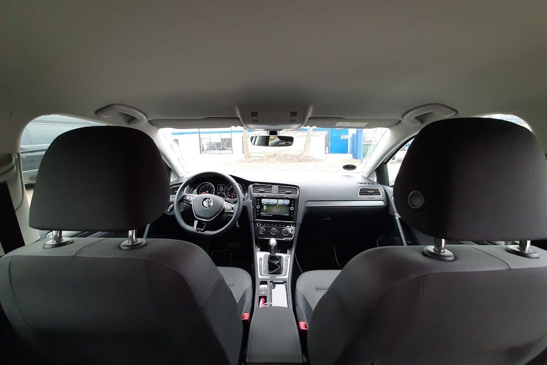 Billig billeje af Volkswagen Golf med GPS nær 2700 København.