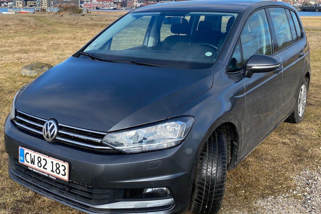 Billig billeje af Volkswagen Touran nær 8970 Havndal.