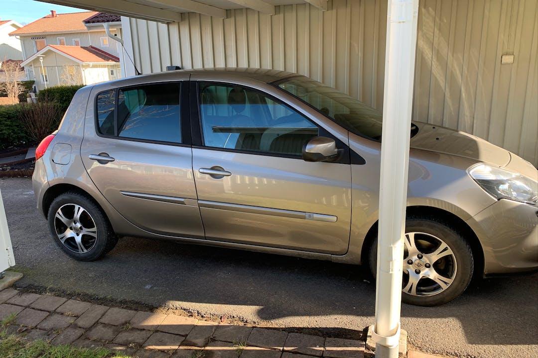 Billig biluthyrning av Renault Clio med Isofix i närheten av 449 30 Nödinge.