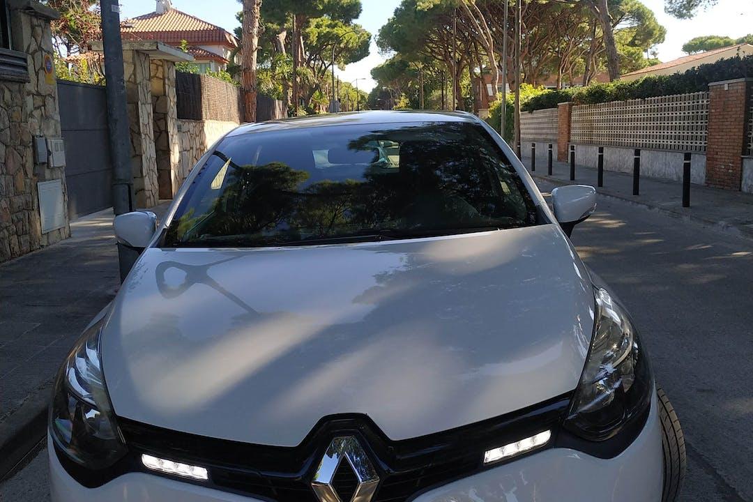 Alquiler barato de Renault Clio cerca de 08860 Castelldefels.