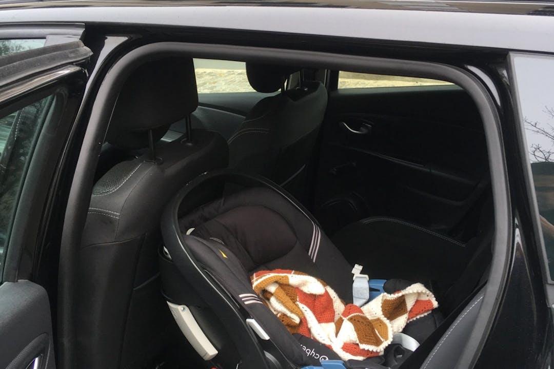 Billig billeje af Renault Clio SW med GPS nær 2200 København.