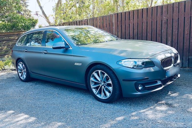 Billig biluthyrning av BMW 5 Series med Dragkrok i närheten av  .
