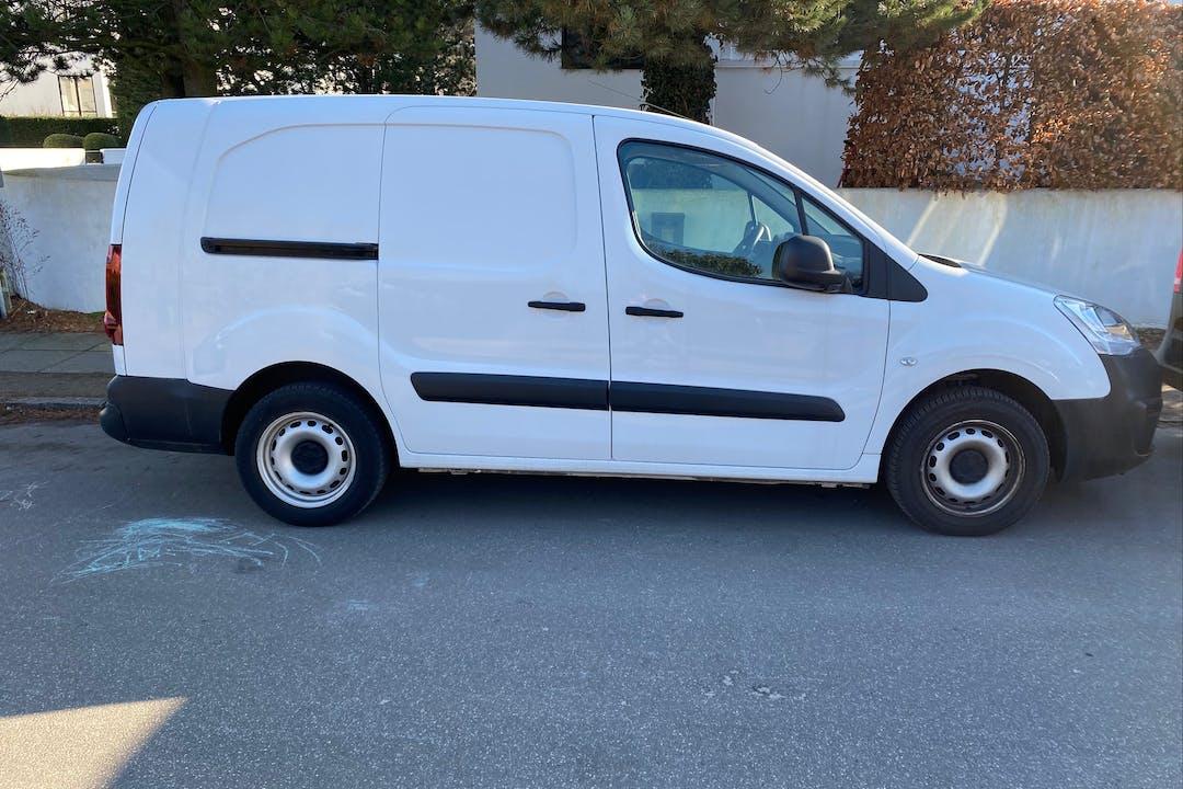 Billig billeje af Peugeot Partner med Bluetooth nær 2000 Frederiksberg.