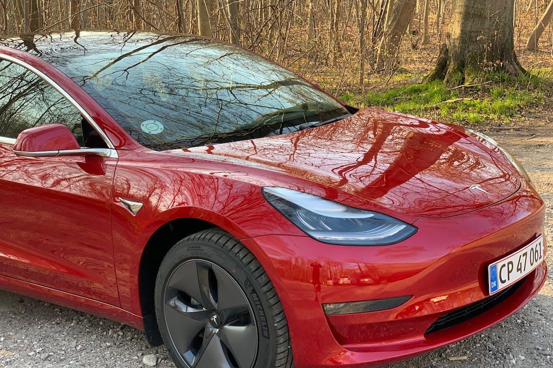 Billig billeje af Tesla Model 3 med GPS nær 4632 Bjæverskov.