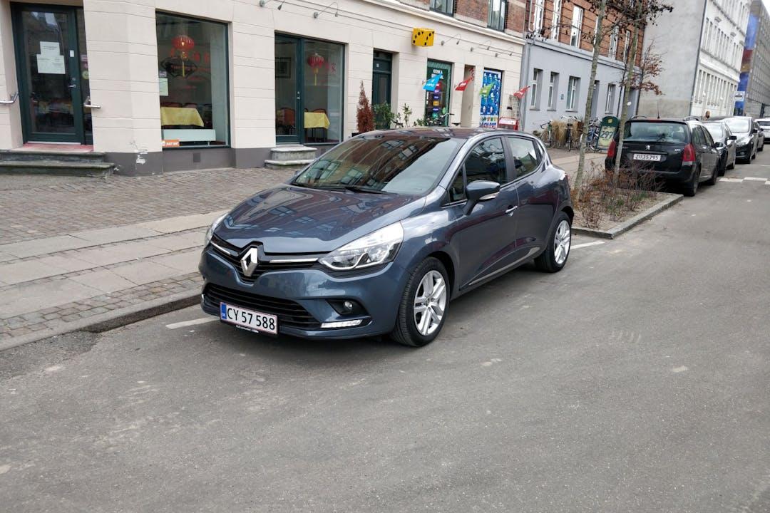 Billig billeje af Renault Clio nær 2100 København.