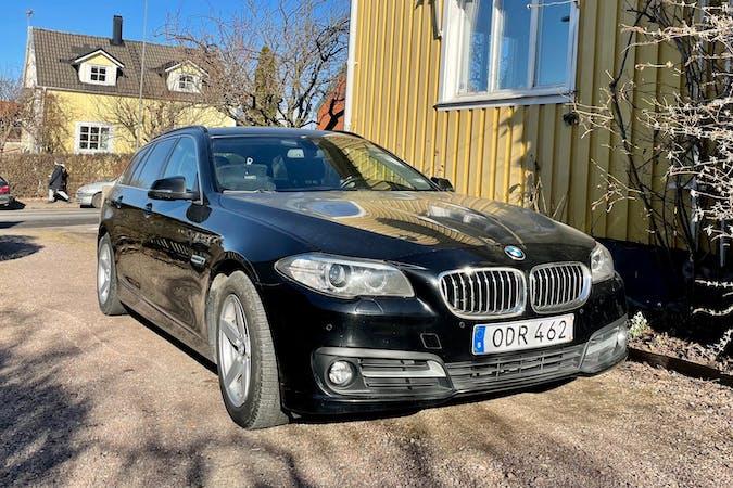 Billig biluthyrning av BMW 5 Series med GPS i närheten av 416 69 Bagaregården.