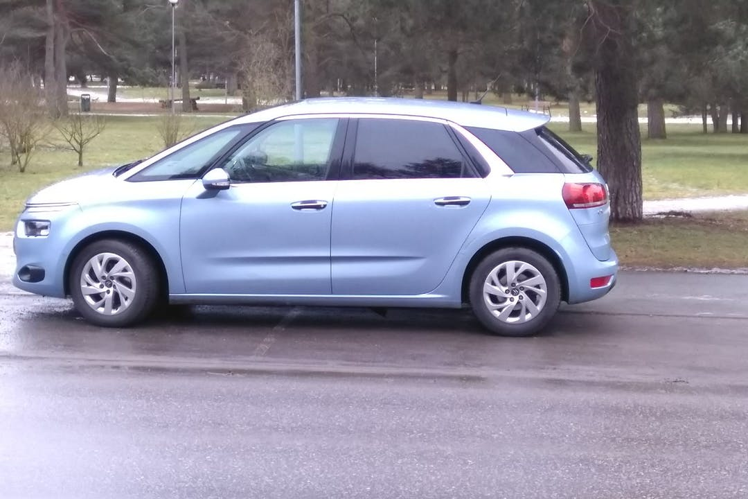 Citroën C4 Picasson halpa vuokraus GPSn kanssa lähellä 00180 Helsinki.