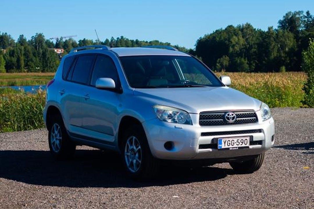Toyota RAV4n halpa vuokraus Ilmastointin kanssa lähellä 02230 Espoo.