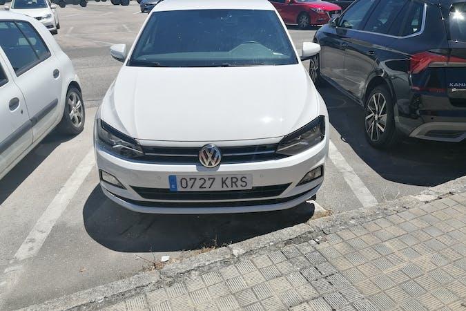 Alquiler barato de Volkswagen Polo con equipamiento GPS cerca de  .