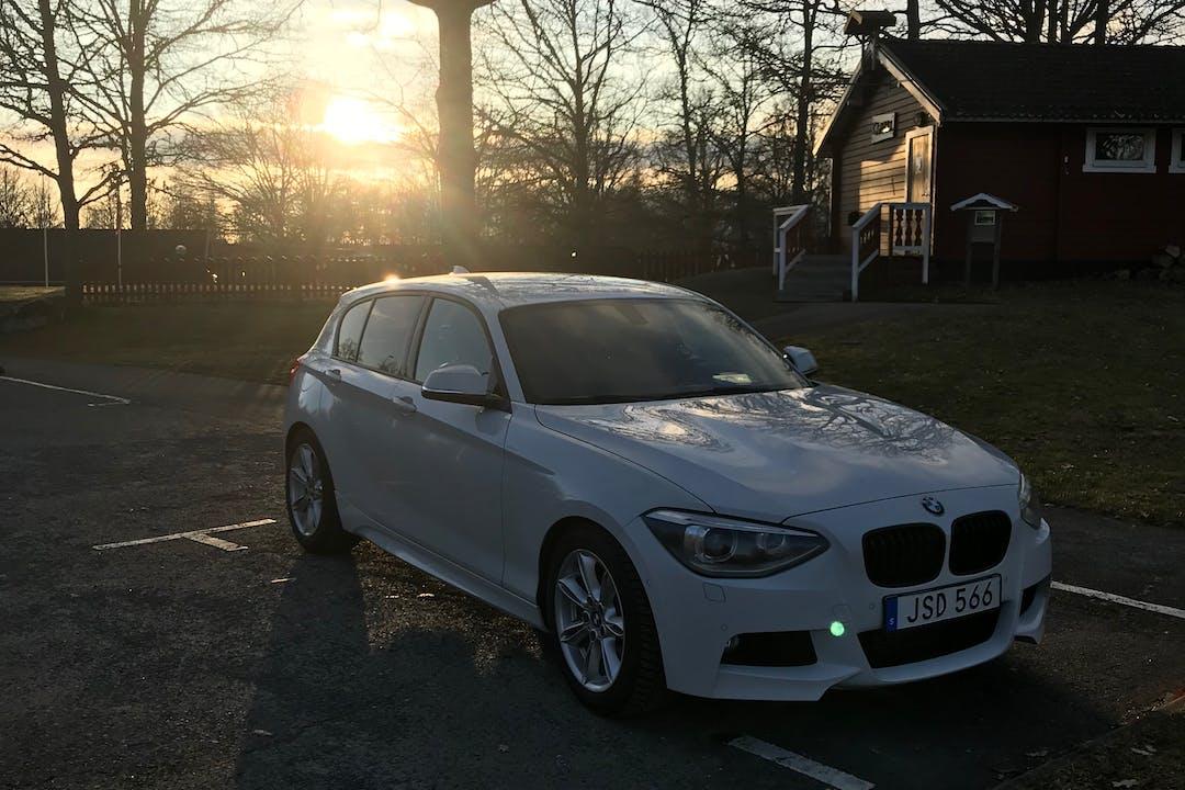 Billig biluthyrning av BMW 1 Series med Dragkrok i närheten av 575 32 Orrhaga-Gamla Stan.