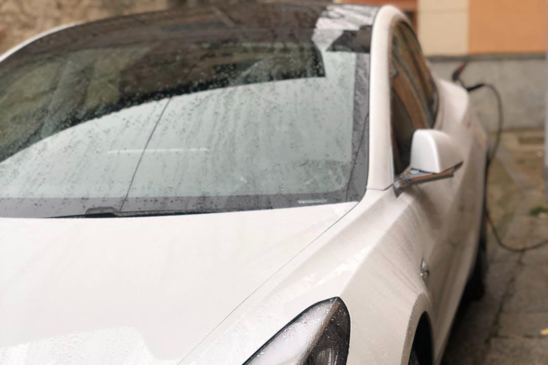 Alquiler barato de Tesla Model 3 con equipamiento GPS cerca de 46020 València.