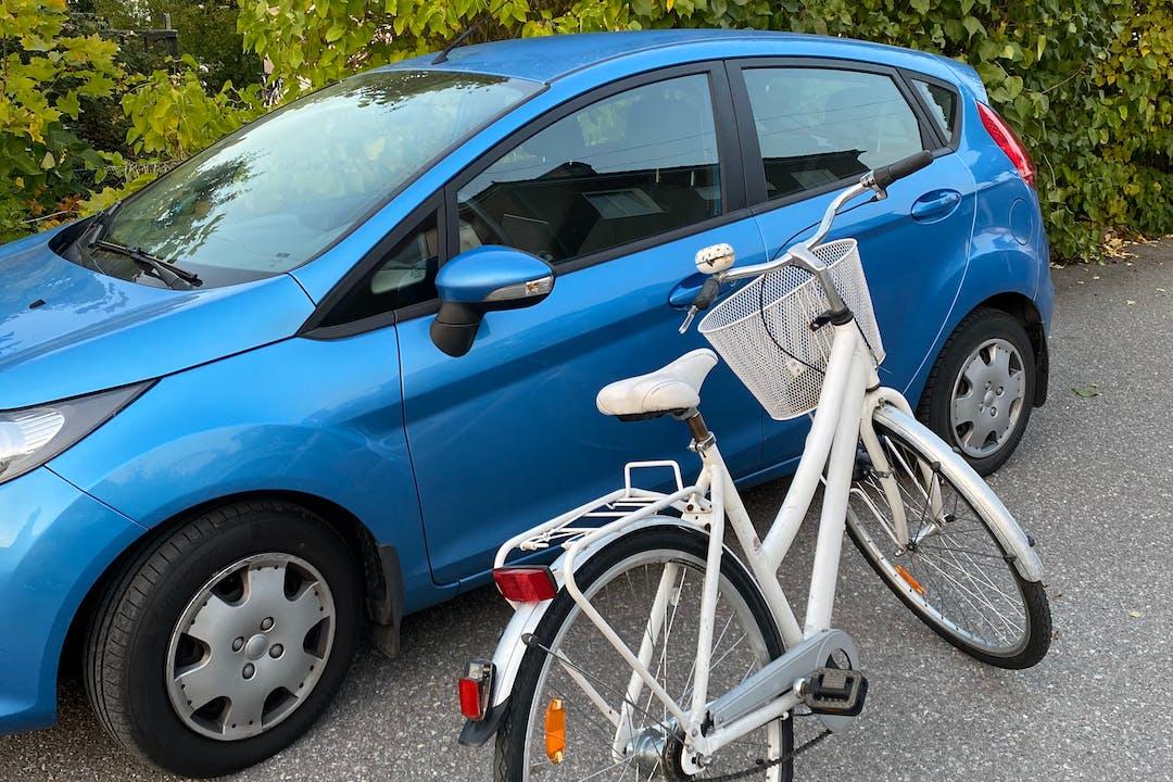 Billig biluthyrning av Ford Fiesta med Aircondition i närheten av 112 61 Kungsholmen.