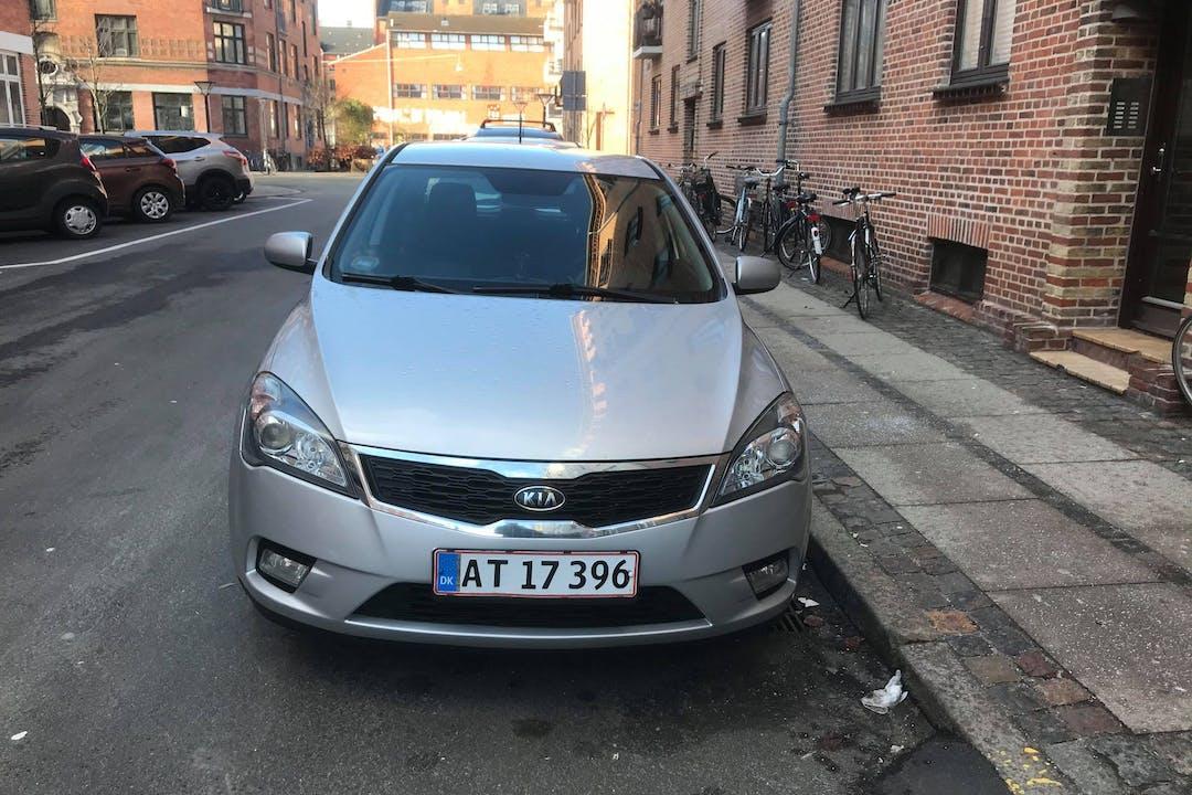 Billig billeje af Kia Ceed med Anhængertræk nær 2200 København.