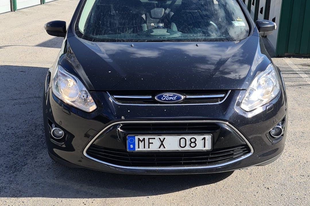 Billig biluthyrning av Ford C-Max i närheten av 145 74 Slagsta.