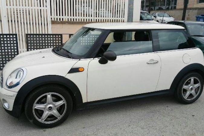 Alquiler barato de MINI Cooper con equipamiento Bluetooth cerca de 46010 València.