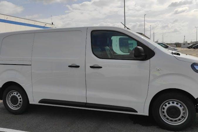 Alquiler barato de Citroën Jumpy cerca de 41006 Sevilla.