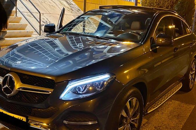 Alquiler barato de Mercedes GLE con equipamiento GPS cerca de 41010 Sevilla.