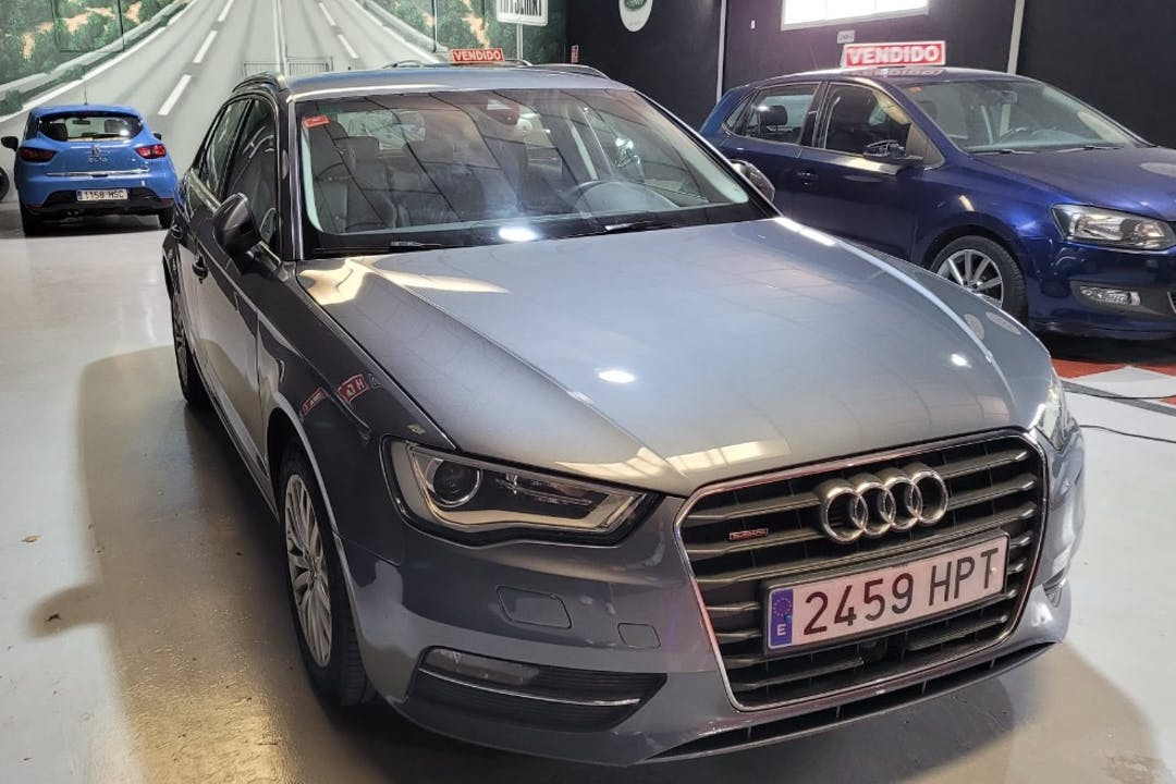 Alquiler barato de Audi A3 Sportback con equipamiento GPS cerca de 28981 Parla.