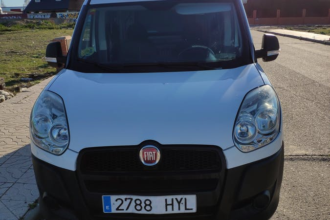 Alquiler barato de Fiat Doblo Cargo cerca de  Madrid.