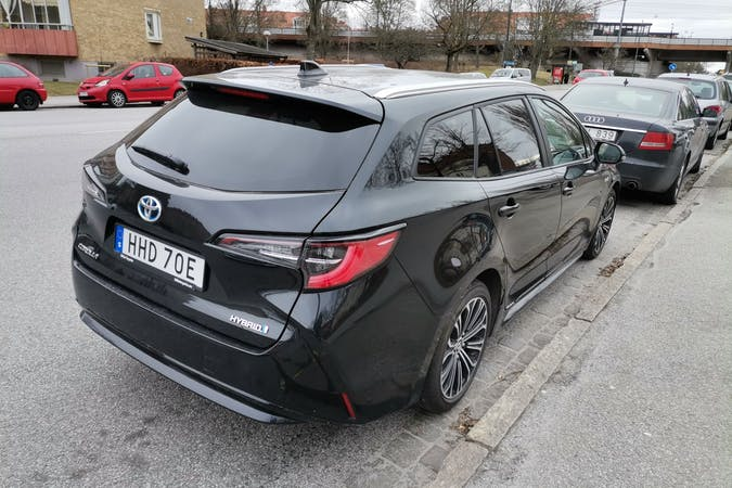 Billig biluthyrning av Toyota Corolla med GPS i närheten av 214 47 Fosie.