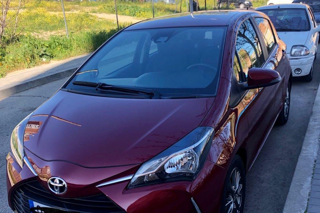 Alquiler barato de Toyota Yaris con equipamiento GPS cerca de 28033 Madrid.