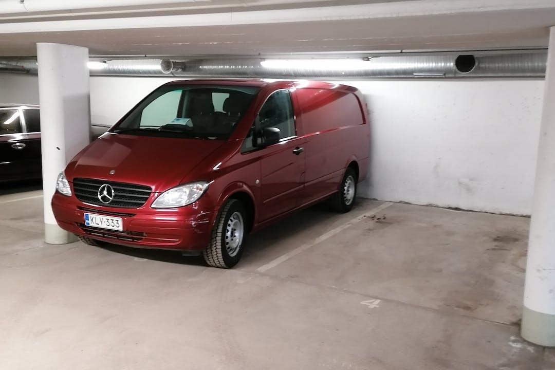 Mercedes Viton halpa vuokraus Vetokoukkun kanssa lähellä 00120 Helsinki.