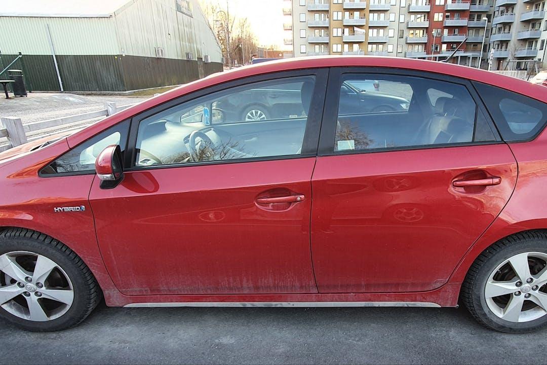 Billig biluthyrning av Toyota Prius med Isofix i närheten av  Viggbyholm.