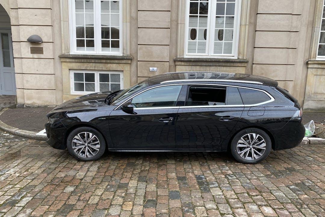 Billig billeje af Peugeot 508 med GPS nær  København.