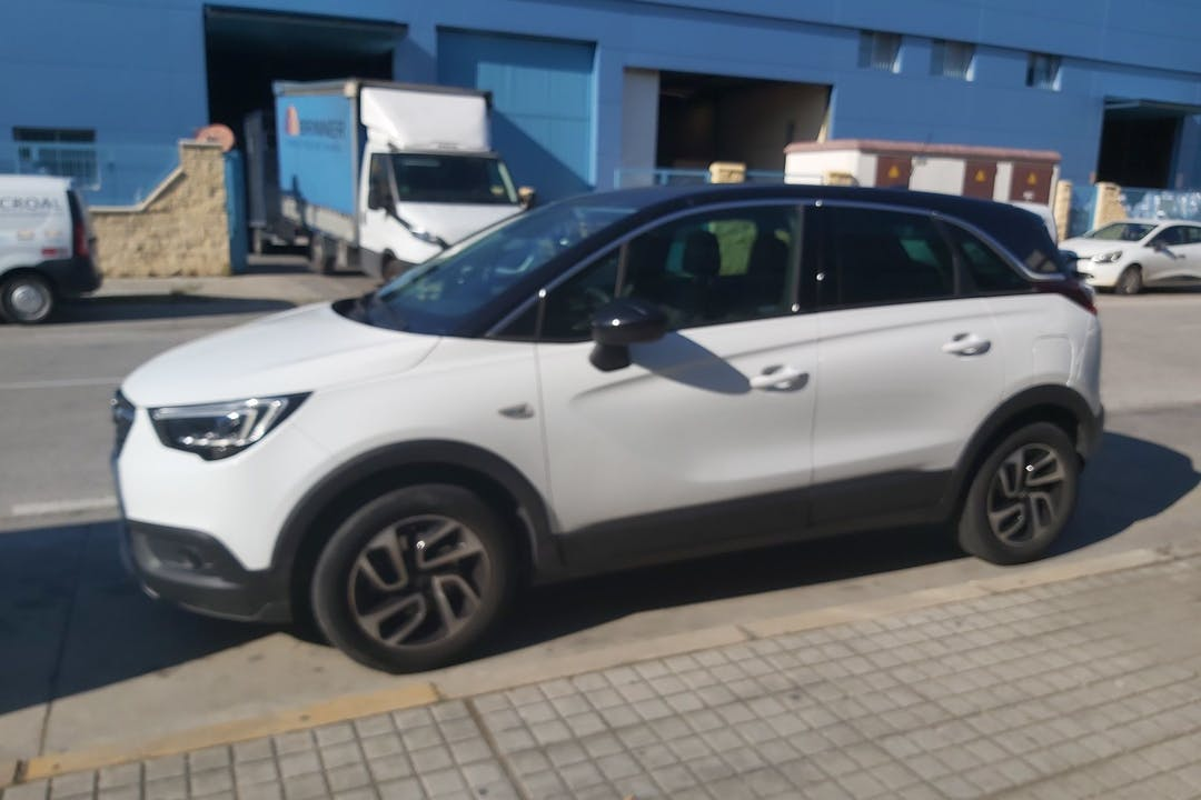 Alquiler barato de Opel Crossland X con equipamiento GPS cerca de 41950 Castilleja de la Cuesta.