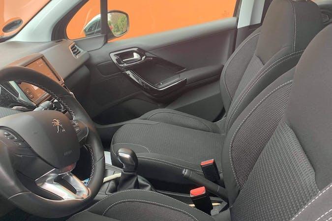 Billig billeje af Peugeot 208 med GPS nær 2970 Hørsholm.