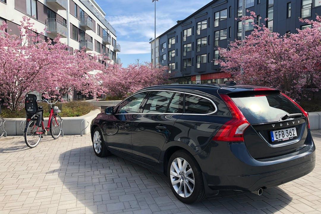 Billig biluthyrning av Volvo V60 i närheten av  .