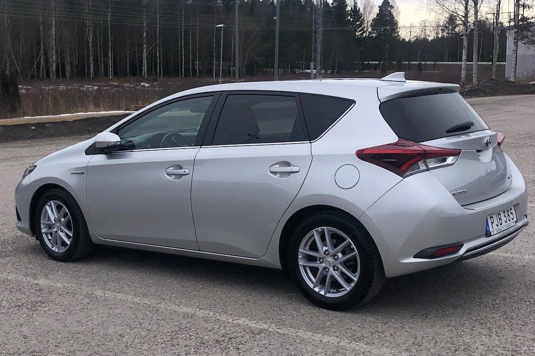 Billig biluthyrning av Toyota Auris i närheten av 168 63 Bromma.