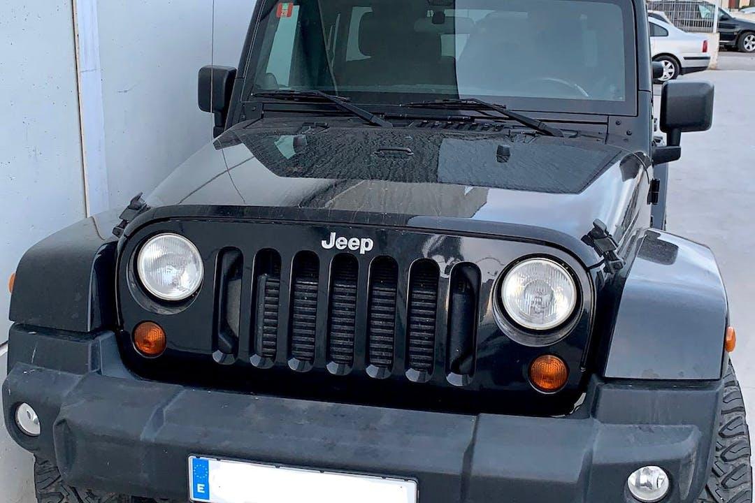 Alquiler barato de Jeep Wrangler con equipamiento GPS cerca de 07800 Eivissa.