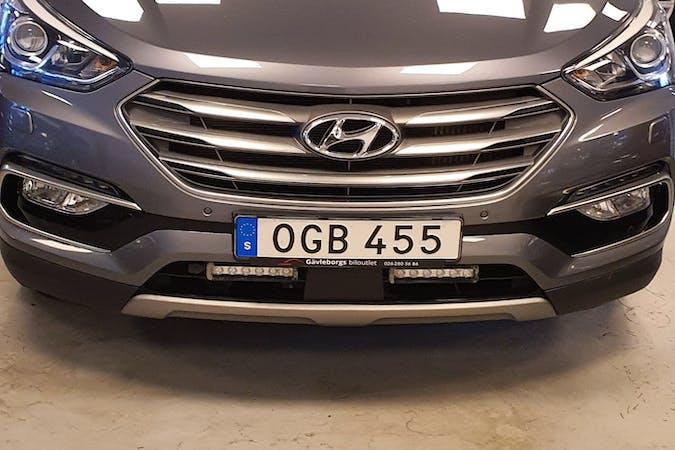 Billig biluthyrning av Hyundai Santa Fe i närheten av 143 32 Vårby.